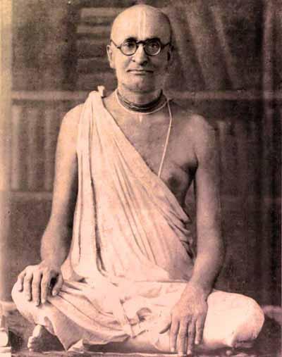 (Photograph of Śrīla Bhaktisiddhānta Sarasvatī Ṭhākura Prabhupāda)