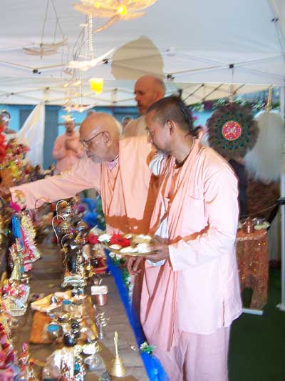 Srila Gurudeva in Italy offering flowers